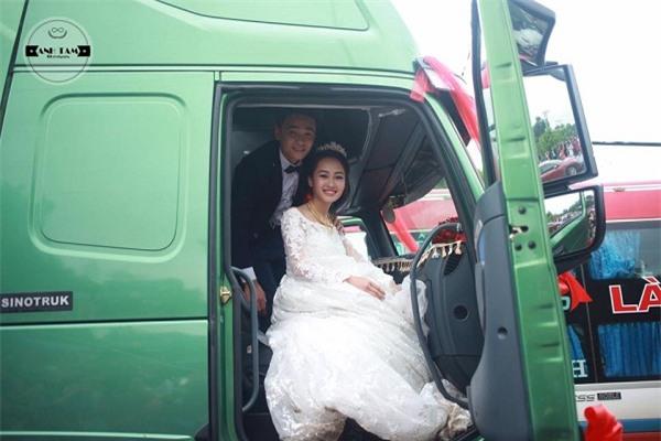 Rước dâu bằng cả dàn xe tải, cô dâu cười mãn nguyện vì đã lừa được chú rể - Ảnh 4.