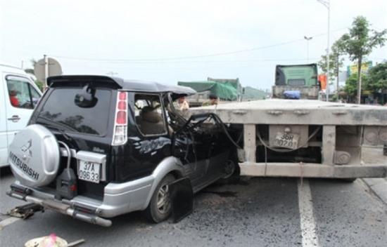 Hiện trường vụ tai nạn thảm khốc ở Thanh Hóa