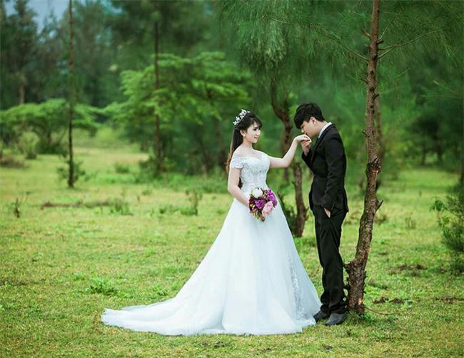 Chuyện hậu trường bất ngờ của cô dâu vừa mặc váy cưới vừa cho con bú gây sốt trên diễn đàn chị em - Ảnh 8.