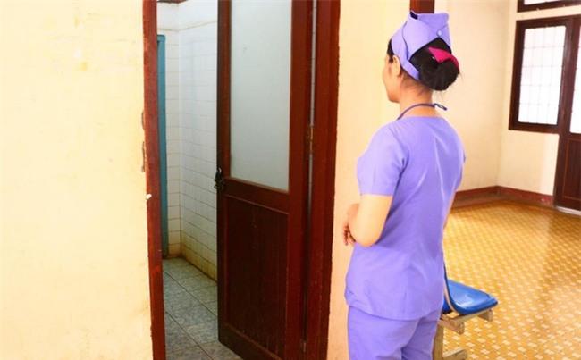 Phát hiện thi thể 2 bé gái còn nguyên dây rốn trong nhà vệ sinh bệnh viện