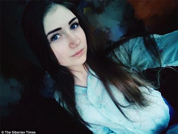 Veronika Volkova, 16 tuổi, tự sát bằng cách nhảy xuống từ một tòa nhà cao tầng