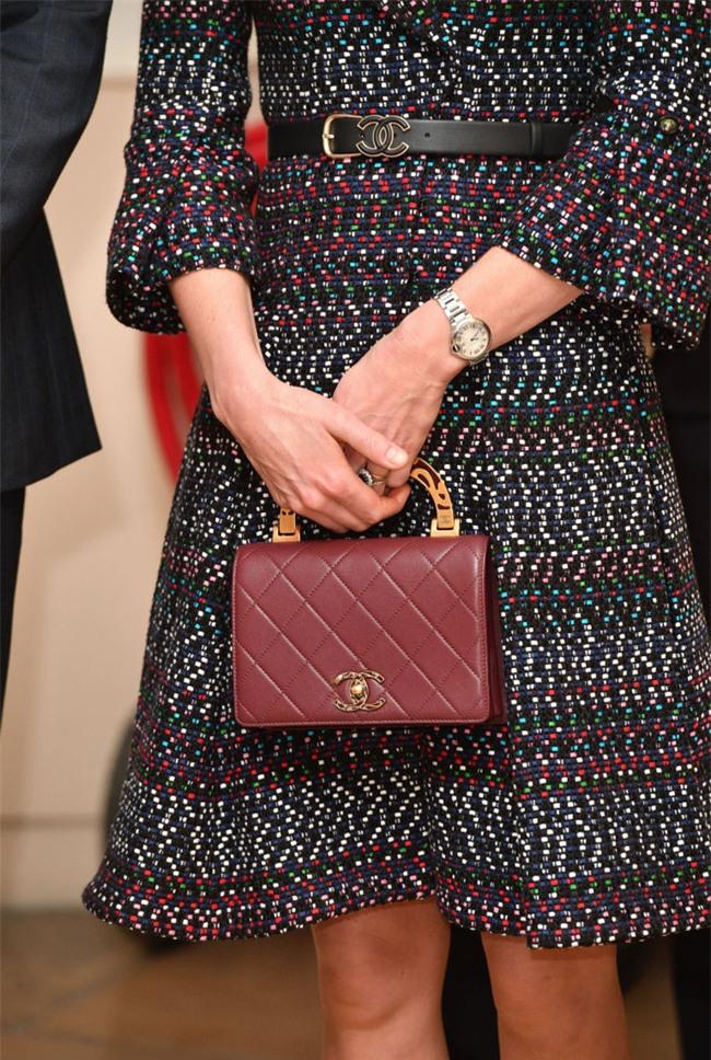 Công nương Kate lần đầu mặc cả set đồ Chanel, chi tới hơn 500 triệu cho cả trang phục lẫn phụ kiện - Ảnh 4.