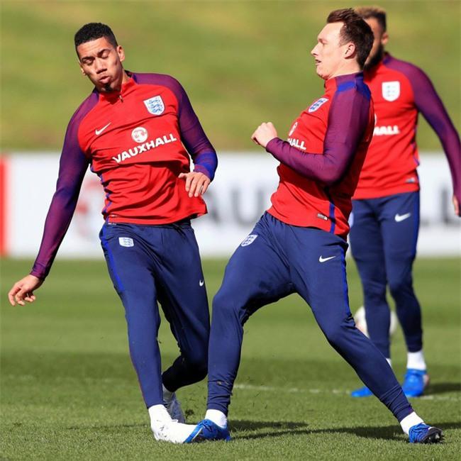 Cầu thủ Man Utd tự hại nhau ở tuyển Anh - Ảnh 2.