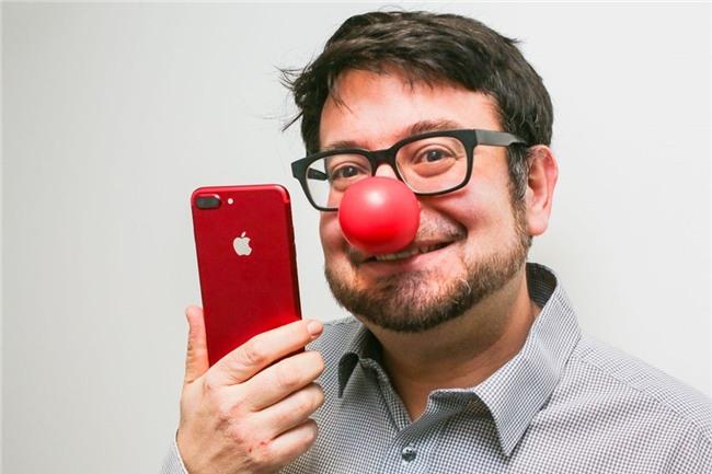 So mau do cua iPhone 7 voi lon Coca, bong Pokemon hinh anh 9