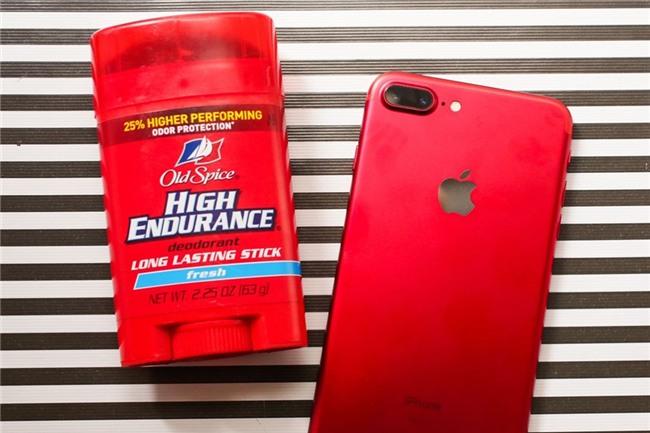 So mau do cua iPhone 7 voi lon Coca, bong Pokemon hinh anh 4