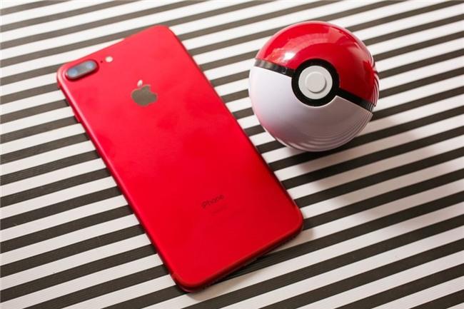 So mau do cua iPhone 7 voi lon Coca, bong Pokemon hinh anh 7
