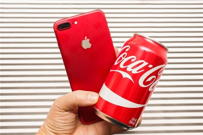 So mau do cua iPhone 7 voi lon Coca, bong Pokemon hinh anh 8