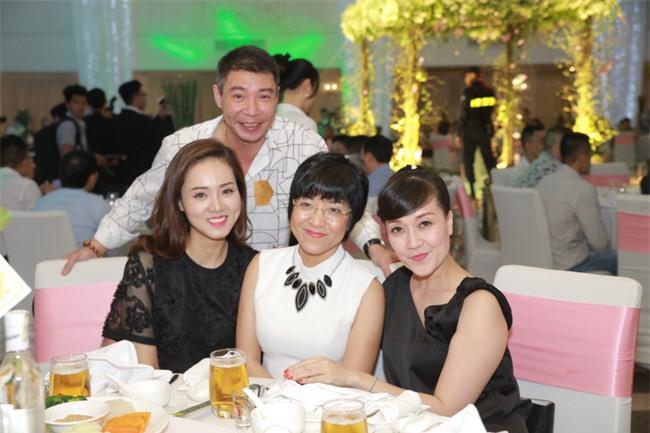Công Lý cười tươi bên cạnh cả tình mới lẫn vợ cũ tại đám cưới MC Thành Trung - Ảnh 1.