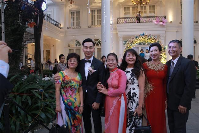 Công Lý cười tươi bên cạnh cả tình mới lẫn vợ cũ tại đám cưới MC Thành Trung - Ảnh 10.