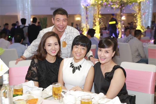 Công Lý cười tươi bên cạnh cả tình mới lẫn vợ cũ tại đám cưới MC Thành Trung - Ảnh 3.
