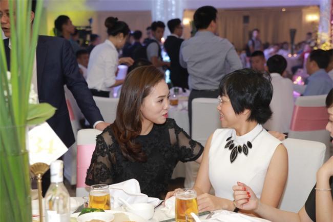 Công Lý cười tươi bên cạnh cả tình mới lẫn vợ cũ tại đám cưới MC Thành Trung - Ảnh 4.