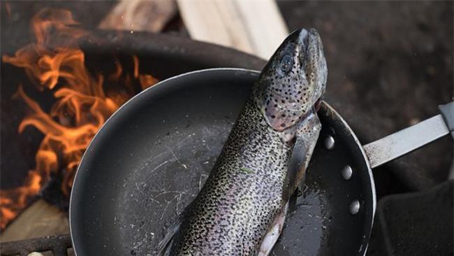 Những sai lầm sơ đẳng này sẽ hủy hoại món cá của bạn - Ảnh 2.