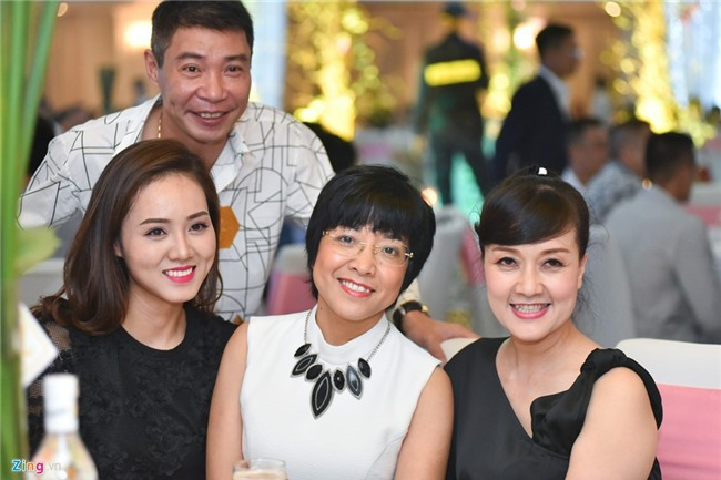 MC Thanh Trung va vo 9X ky hop dong, ke khai tai san o hon le hinh anh 17