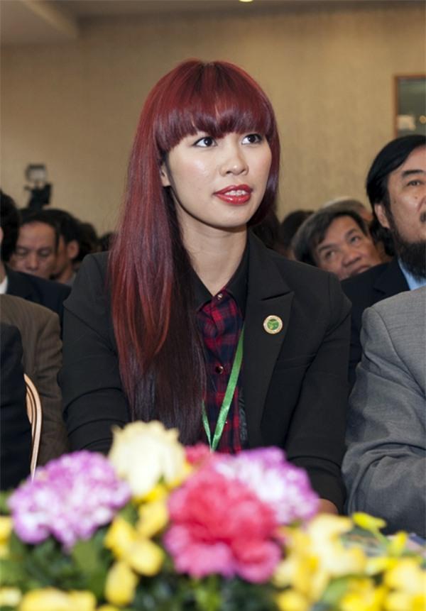Cho răng ăn son, mỹ nhân Việt xinh đẹp mấy cũng mất điểm trước ống kính - Ảnh 2.
