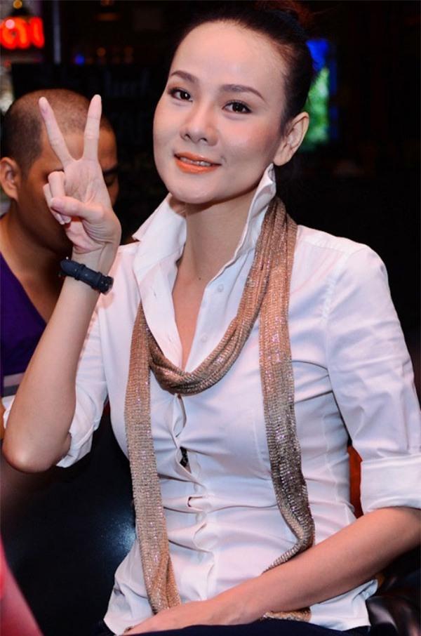 Cho răng ăn son, mỹ nhân Việt xinh đẹp mấy cũng mất điểm trước ống kính - Ảnh 4.