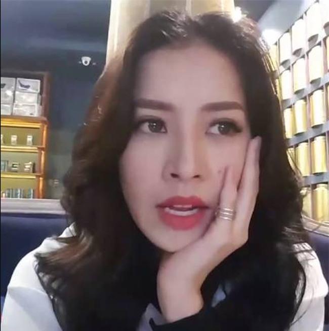 moi lan livestream, my nhan viet lai khien fan khong roi mat hinh anh 20