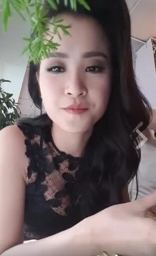 moi lan livestream, my nhan viet lai khien fan khong roi mat hinh anh 7