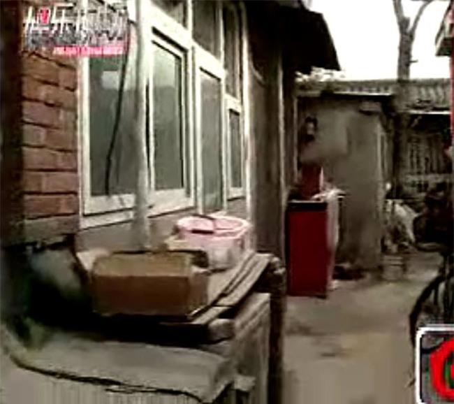 Nhìn cuộc sống giàu sang phú quý của sao Hoa ngữ, ít ai nghĩ người thân của họ lại vất vưởng, khốn khó thế này - Ảnh 8.