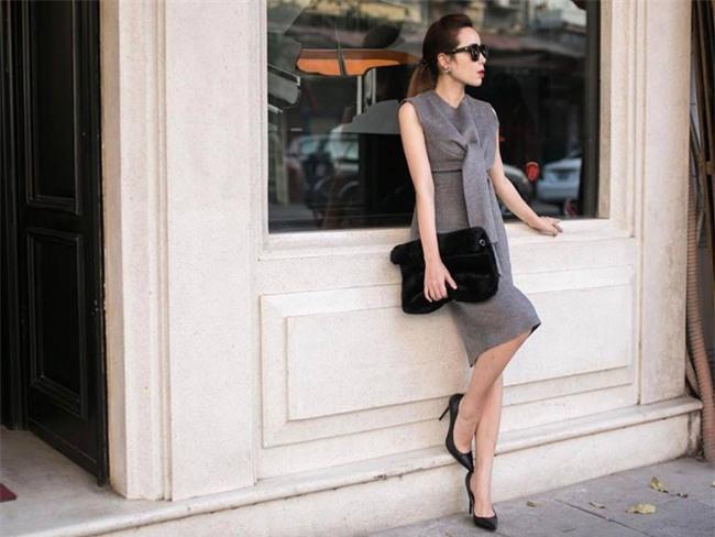 Hơn nhau có 1 tuổi, nhưng Kỳ Duyên chọn cây đen già dặn còn Angela Phương Trinh vẫn nhí nhảnh trong street style tuần qua - Ảnh 12.