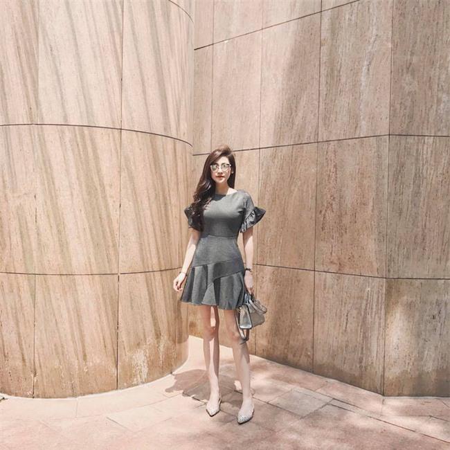 Hơn nhau có 1 tuổi, nhưng Kỳ Duyên chọn cây đen già dặn còn Angela Phương Trinh vẫn nhí nhảnh trong street style tuần qua - Ảnh 14.