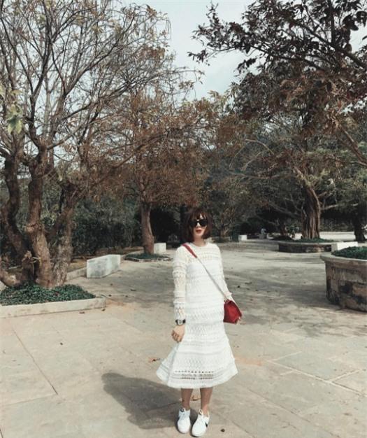 Hơn nhau có 1 tuổi, nhưng Kỳ Duyên chọn cây đen già dặn còn Angela Phương Trinh vẫn nhí nhảnh trong street style tuần qua - Ảnh 21.
