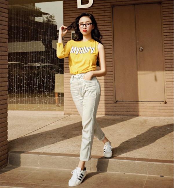 Hơn nhau có 1 tuổi, nhưng Kỳ Duyên chọn cây đen già dặn còn Angela Phương Trinh vẫn nhí nhảnh trong street style tuần qua - Ảnh 5.