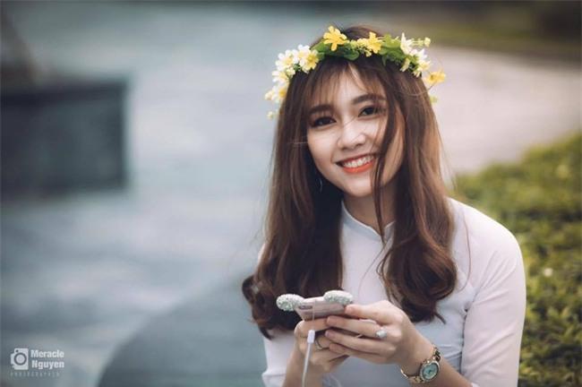 Nữ sinh ĐH Xây Dựng Hà Nội bất ngờ nổi tiếng vì quá xinh đẹp - Ảnh 2.