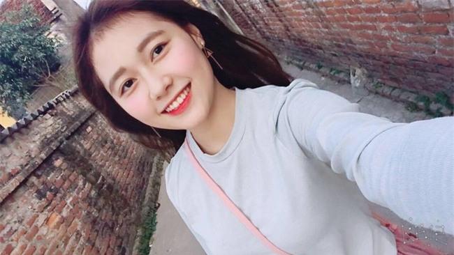 Nữ sinh ĐH Xây Dựng Hà Nội bất ngờ nổi tiếng vì quá xinh đẹp - Ảnh 4.