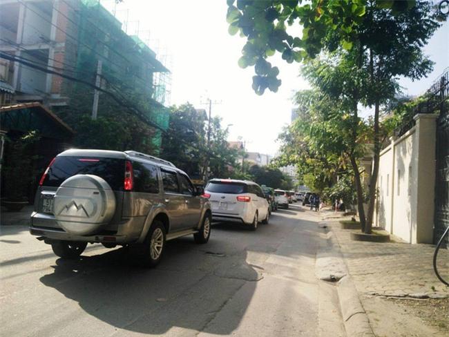 Thầy giáo Tây ở Sài Gòn mướt mồ hôi giải cứu kẹt xe vì sợ học sinh trễ giờ - Ảnh 3.