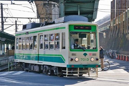 Tokyo loay hoay khoi phuc he thong tau dien cua the ky truoc hinh anh 1
