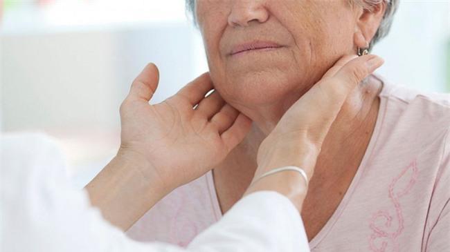 Chuyên gia nội tiết cảnh báo tình trạng lạm dụng phẫu thuật tuyến giáp đáng lo ngại ở VN - Ảnh 1.