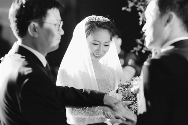 Tình yêu rượu gạo Soju không cưa cũng đổ với soái ca Hàn và hôn lễ đậm chất Việt cùng nón lá và hoa đá - Ảnh 18.