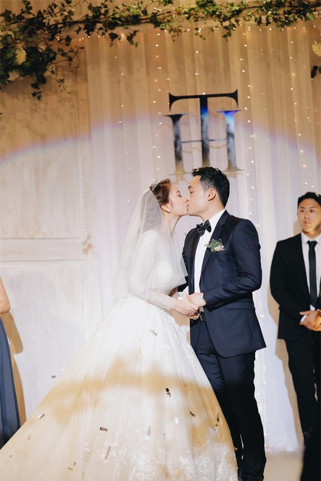 Tình yêu rượu gạo Soju không cưa cũng đổ với soái ca Hàn và hôn lễ đậm chất Việt cùng nón lá và hoa đá - Ảnh 20.