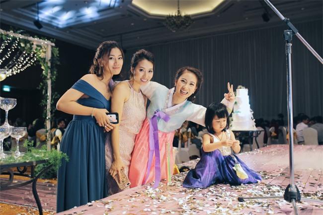 Tình yêu rượu gạo Soju không cưa cũng đổ với soái ca Hàn và hôn lễ đậm chất Việt cùng nón lá và hoa đá - Ảnh 21.