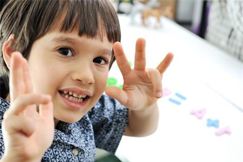 Trẻ sẽ không còn sợ học toán nếu cha mẹ áp dụng ngay những tuyệt chiêu này - Ảnh 2.