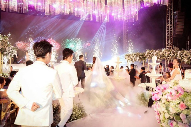 Nữ đại gia Bình Phước hóa công chúa trong đám cưới 6 tỷ đồng với bạn trai 7 năm - Ảnh 13.