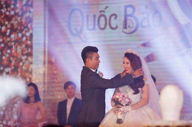 Nữ đại gia Bình Phước hóa công chúa trong đám cưới 6 tỷ đồng với bạn trai 7 năm - Ảnh 14.