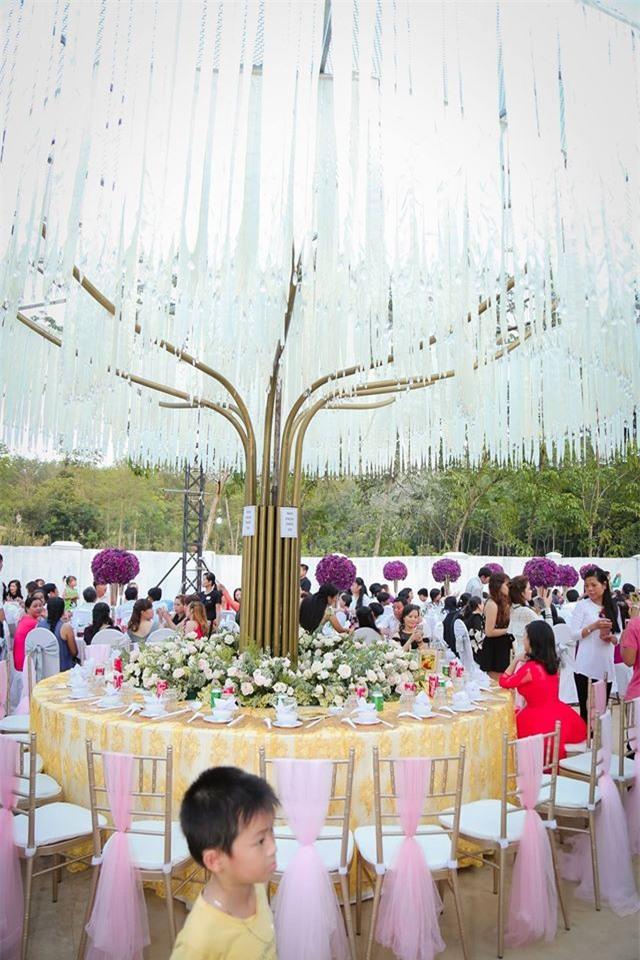 Nữ đại gia Bình Phước hóa công chúa trong đám cưới 6 tỷ đồng với bạn trai 7 năm - Ảnh 18.