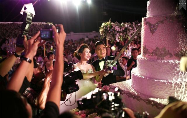 Nữ đại gia Bình Phước hóa công chúa trong đám cưới 6 tỷ đồng với bạn trai 7 năm - Ảnh 2.