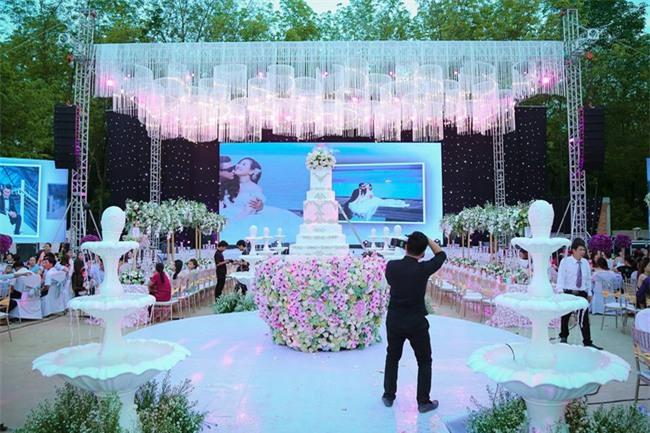 Nữ đại gia Bình Phước hóa công chúa trong đám cưới 6 tỷ đồng với bạn trai 7 năm - Ảnh 20.