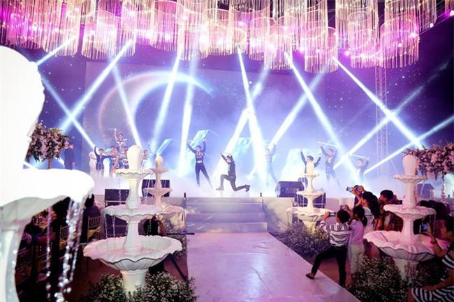 Nữ đại gia Bình Phước hóa công chúa trong đám cưới 6 tỷ đồng với bạn trai 7 năm - Ảnh 22.