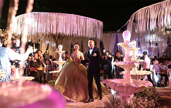 Nữ đại gia Bình Phước hóa công chúa trong đám cưới 6 tỷ đồng với bạn trai 7 năm - Ảnh 3.
