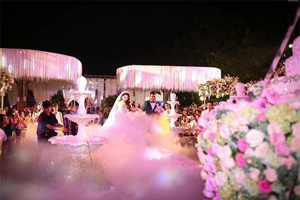 Nữ đại gia Bình Phước hóa công chúa trong đám cưới 6 tỷ đồng với bạn trai 7 năm - Ảnh 6.