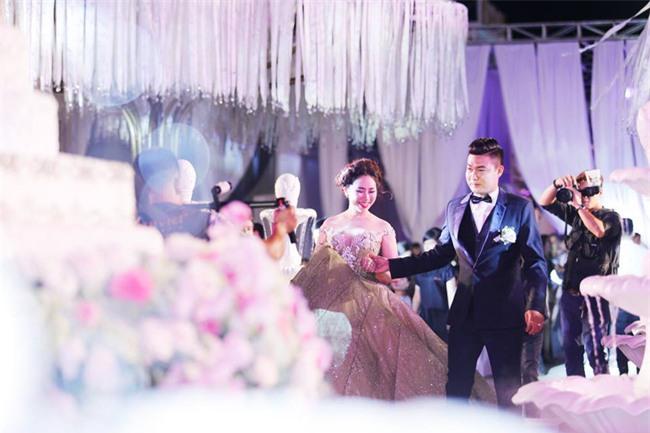 Nữ đại gia Bình Phước hóa công chúa trong đám cưới 6 tỷ đồng với bạn trai 7 năm - Ảnh 7.