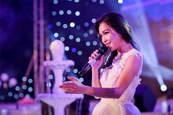 Nữ đại gia Bình Phước hóa công chúa trong đám cưới 6 tỷ đồng với bạn trai 7 năm - Ảnh 9.