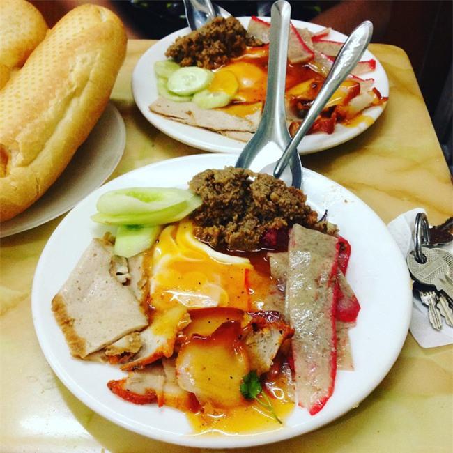 7 quán bánh mì bình dân mà ngon tê lưỡi của Hà Nội - Ảnh 1.