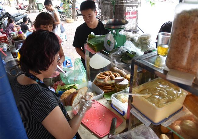 7 quán bánh mì bình dân mà ngon tê lưỡi của Hà Nội - Ảnh 14.
