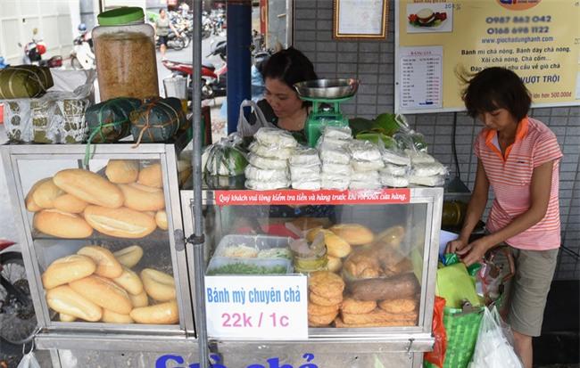 7 quán bánh mì bình dân mà ngon tê lưỡi của Hà Nội - Ảnh 15.