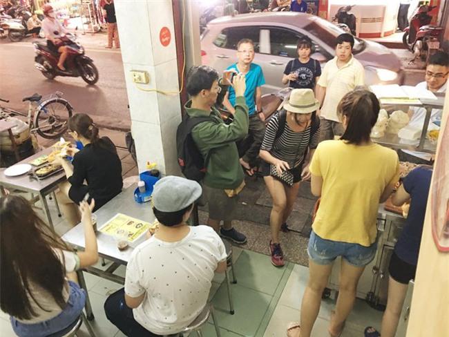 7 quán bánh mì bình dân mà ngon tê lưỡi của Hà Nội - Ảnh 17.