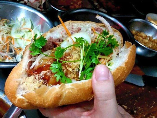 7 quán bánh mì bình dân mà ngon tê lưỡi của Hà Nội - Ảnh 19.